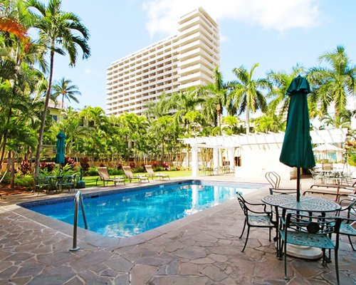 Wyndham royal garden at waikiki hawaii beach timeshare vacation rental for cheap Wyndham royal garden at waikiki