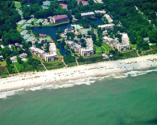 An aerial view of the beach and buildings by the ocean.