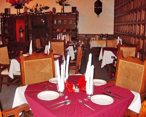A restaurant area at Condo Hotel Posada La Ermita.