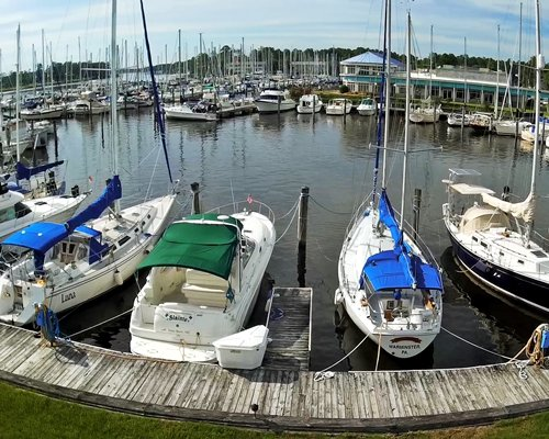 Power and sailboats at Neuse River marina.