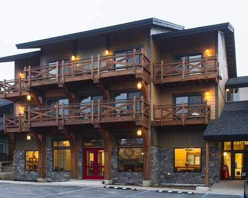 Main building view of balconies of Stoneridge Resort.