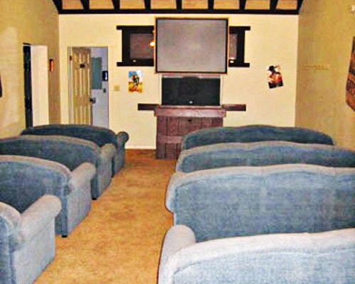 A well furnished mini theatre room with sofas.