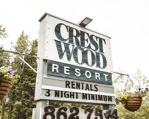 Signboard of Crestwood Resort.