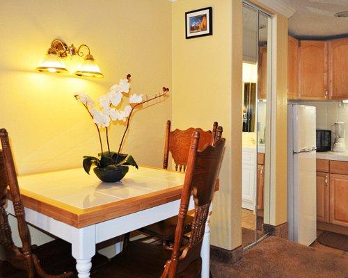 An open plan dining area alongside the kitchen.