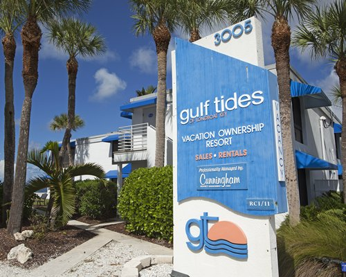 Signboard of Gulf Tides of Longboat Key resort.