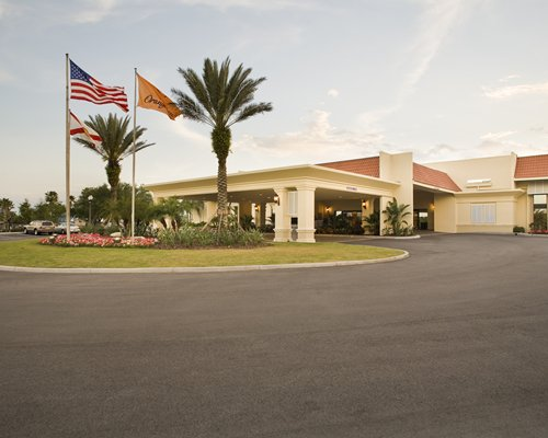 Exterior view of Holiday Inn Club Vacations At Orange Lake Resort with fountain.