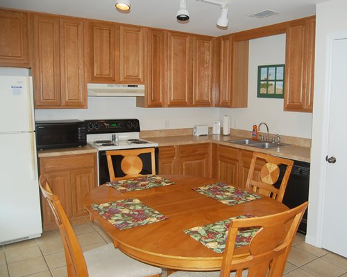 A well furnished dining and kitchen area.