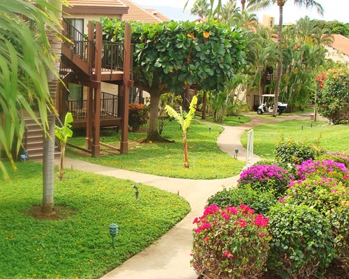 Scenic pathway to the units at Maui Lea at Maui Hill.