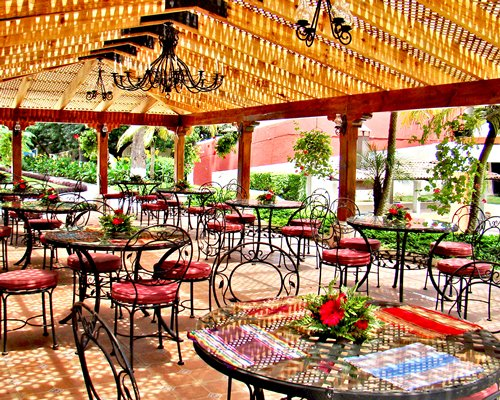 Outdoor restaurant area at Hotel Soleil La Antigua.