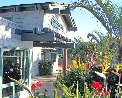 Exterior view of a unit at Wave Crest.