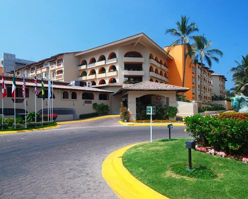 Exterior view of the multi story Canto del Sol Plaza Vallarta resort.