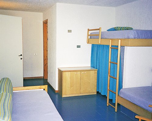 A well furnished bedroom with bunk beds.