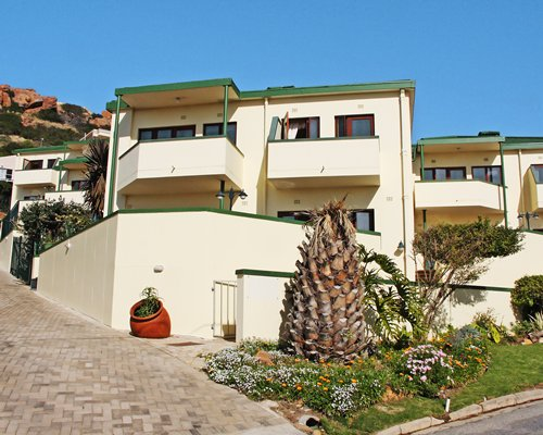 Exterior view of units at Perna Perna Mossel Bay.