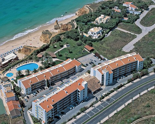 An aerial view of the Jardim do Vau resort alongside the ocean.