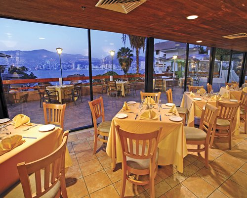 A well furnished indoor fine dining area with an outside view.
