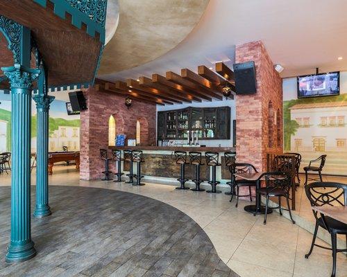 Bar and restaurant at Marina de Oro.