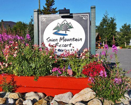 Signboard of Swan Mountain Resort.