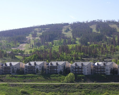 A scenic exterior view of The Mountainside at SilverCreek resort.