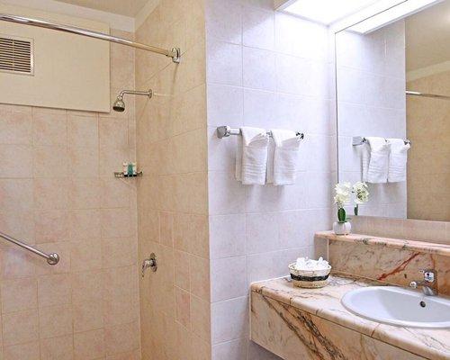 Street view of Royal Islander Club la Plage resort.