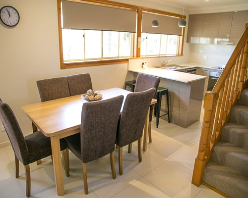 An open plan dining area and kitchen.