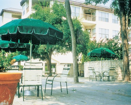 A view of an outdoor dining area alongside multi story units.