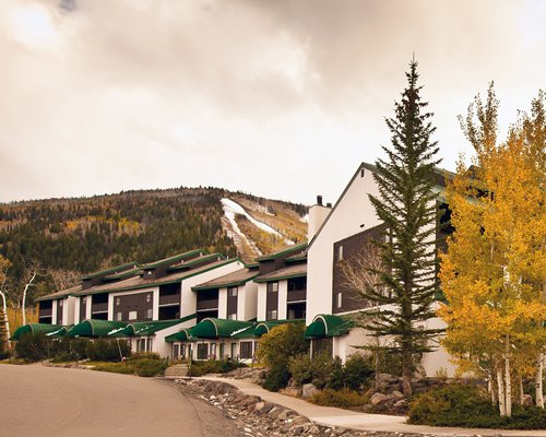 A street view of the Goldenwoods Condominiums At Powderhorn Resort.