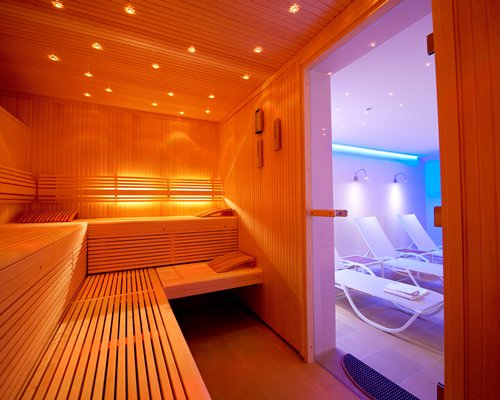 A sauna alongside chiase lounge chiars at Ferienclub Schloesslhof.