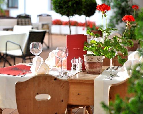 Indoor restaurant at Ferienclub Tirolensis.