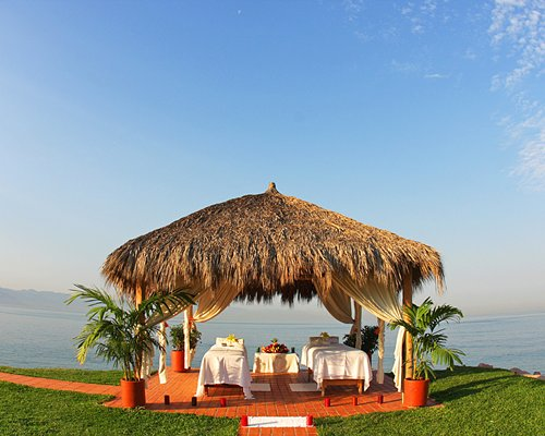 Thatched covered outdoor spa with massage beds.