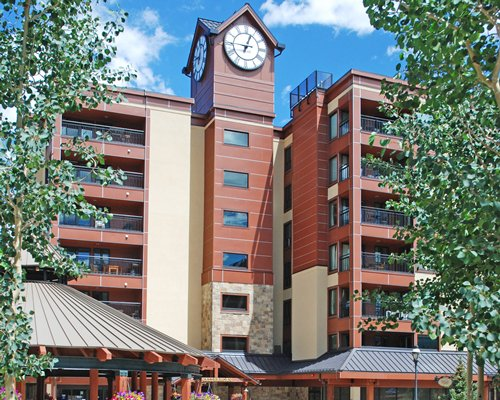 Exterior view of The Village at Breckenridge resort.