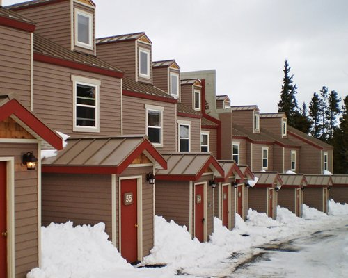 Exterior view of multiple units at Rockridge I during winter.