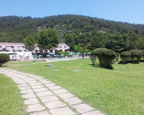 Exterior view and pathway to Residence I Delfini Di Pugnochiuso.