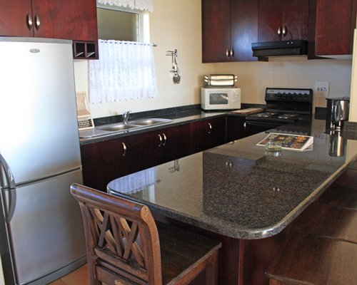 A well equipped kitchen and dining area.