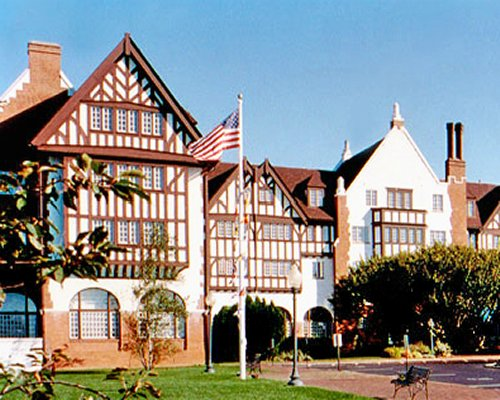 Exterior view of Montauk Manor resort.