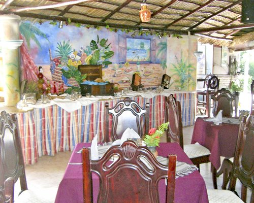 A well furnished restaurant at Club Villas Jazmin.