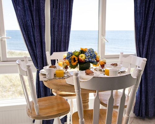 A well furnished dining area with the beach view.