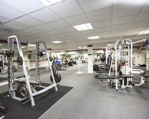 A well equipped indoor fitness.