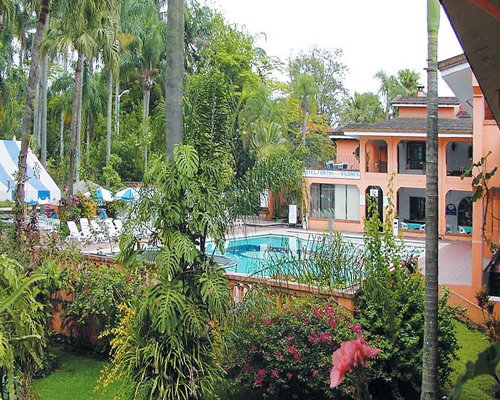 An outdoor swimming pool at Fortin de Las Flores Resort Club.