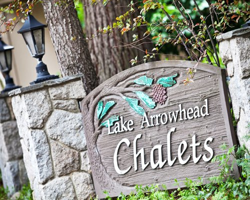 Signboard of the Lake Arrowhead Chalets resort.