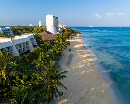 MVC at Melia Cozumel with a large outdoor swimming pool.