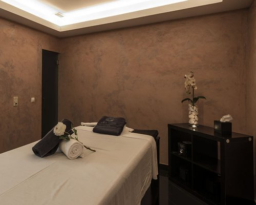 A well furnished spa at Hotel Ap. Vila Gale Atlantico.