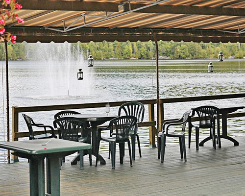 An outdoor dining area in front of the lake.