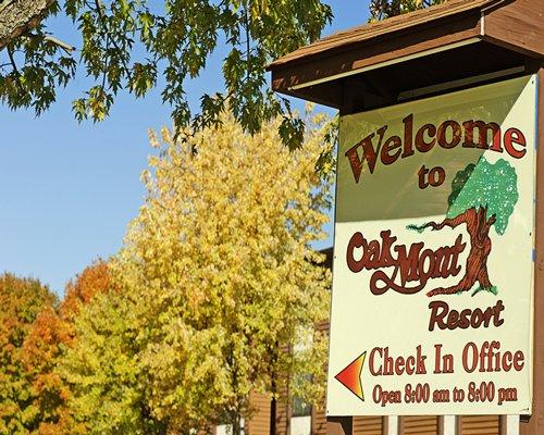 Signboard of Oakmont Resort.