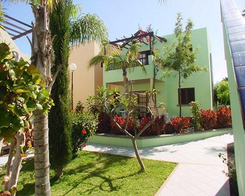Exterior view of the Club Vista Serena resort.