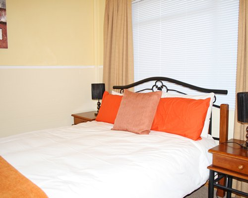 A well furnished bedroom with two lamps.