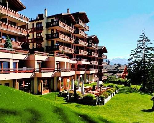 Scenic exterior view of Aparthotel Helvetia Intergolf resort units.