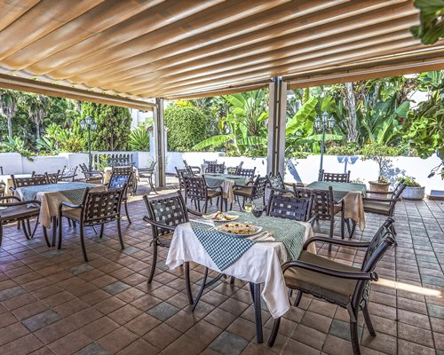 An outdoor restaurant at Royal Oasis Club At La Quinta.