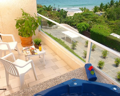 Balcony with a patio facing the beach.