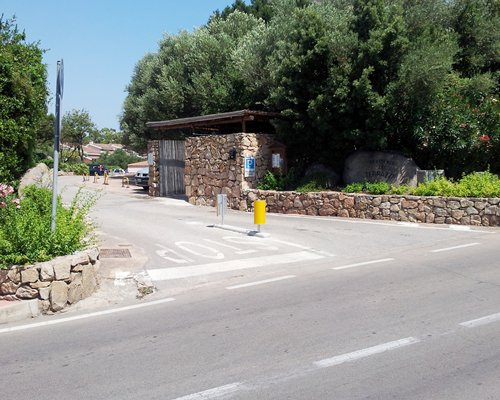 Street view of the Le Terrazze di Portorotondo resort entrance.
