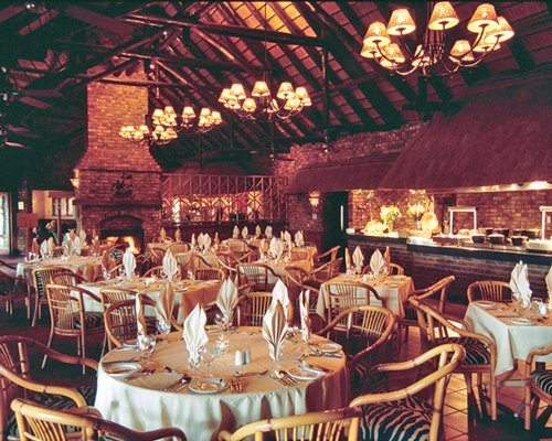 Indoor restaurant at Bakubung Lodge.